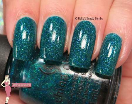 china-glaze-give-me-the-green-light-swatch