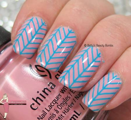 blue-and-pink-nail-art