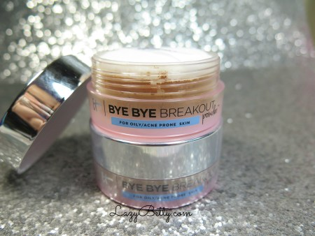 it-cosmetics-bye-bye-breakout-powder