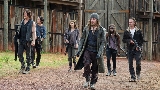 twd-s6-knots-untie-group-in-hilltop