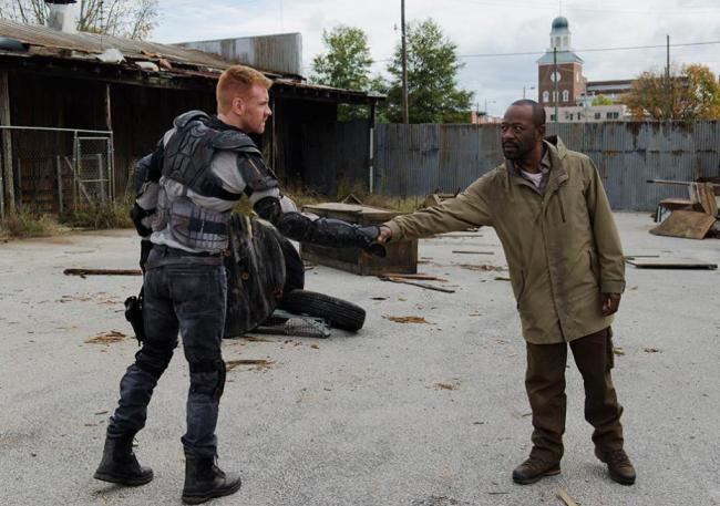 twd-season6-ep-16-finale-morgan-and-myserious-stranger