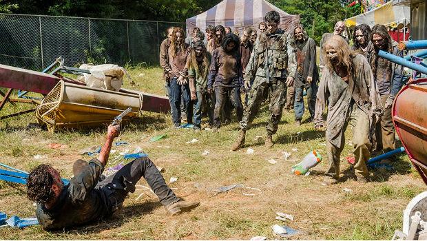The Walking Dead: Season 7, episode 12: Say Yes - Rick & Carnival Walker Horde