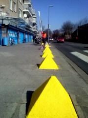 Pyramides weer geel