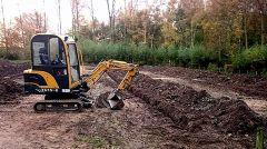 Aanleg drainage in volle gang, schooltuinen Beverwaard