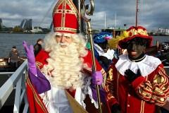 Sint en Zwarte Pieten arriveren aan IJsselmondsehoofd