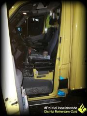 Steen door de ruit van ambulance op de Schinnenbaan