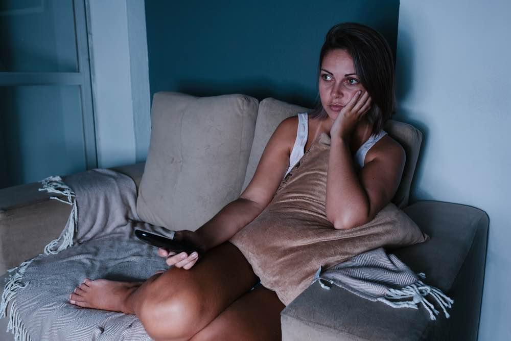 """Frustreret kvinde i forhold: """"Jeg føler mig fanget, og at jeg venter hele tiden"""""""