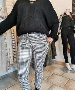 Pantalon à carreaux slim noir et blanc.