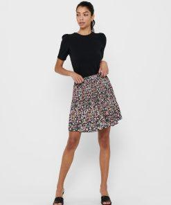 Jupe courte plissée marque Only avec fleurs.