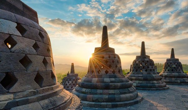 世界遺産ボロブドゥール寺院と プランバナン寺院日帰りツアー