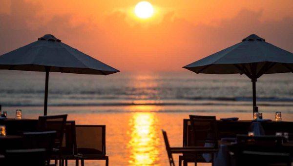 セガラビレッジホテル、サヌールビーチ沿い3泊4日US$480~