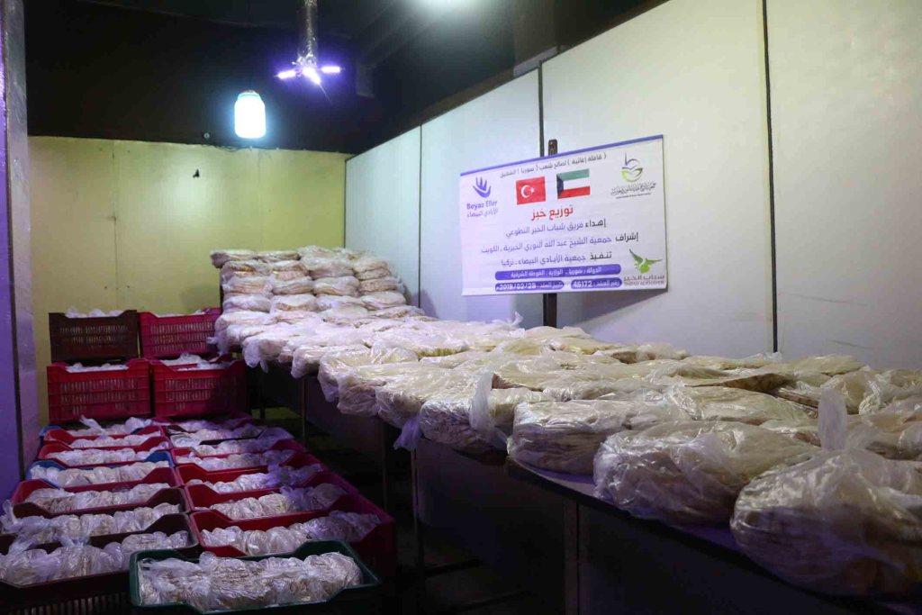 توزيع خبز في الغوطة الشرقية بدعم شباب الخير التطوعي