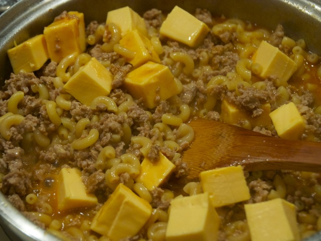 cooked ground beef with pasta and cheese