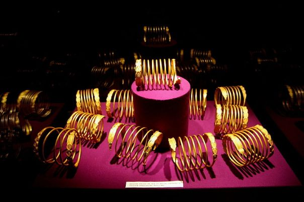 Dacians gold bracelet from Sarmizegetusa Regia, dated the 1st century BC or 1st century AD Source - Wikipedia