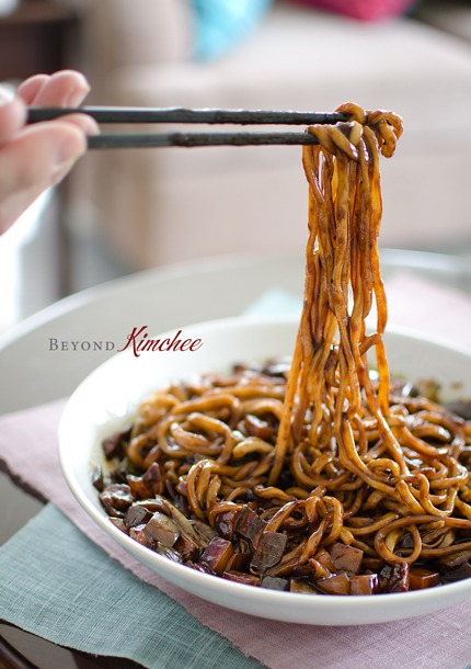 Toss noodles with Jjajang sauce for serving