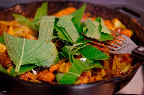 Perills leaves (aka kketnip) brings the subtle fragrance to Dak galbi dish