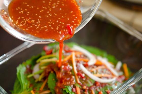Pour the rest of kimchi seasoning to perilla kimchi