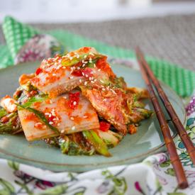 This vegan kimchi (or vegetarian kimchi) tastes just like the traditional cabbage kimchi