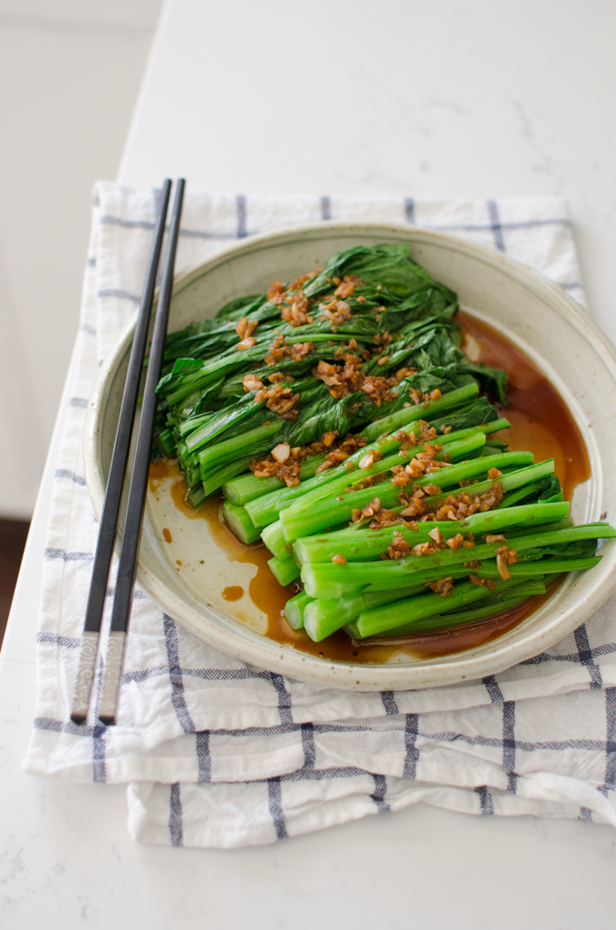 Blanched choy sum is served with garlic sauce.