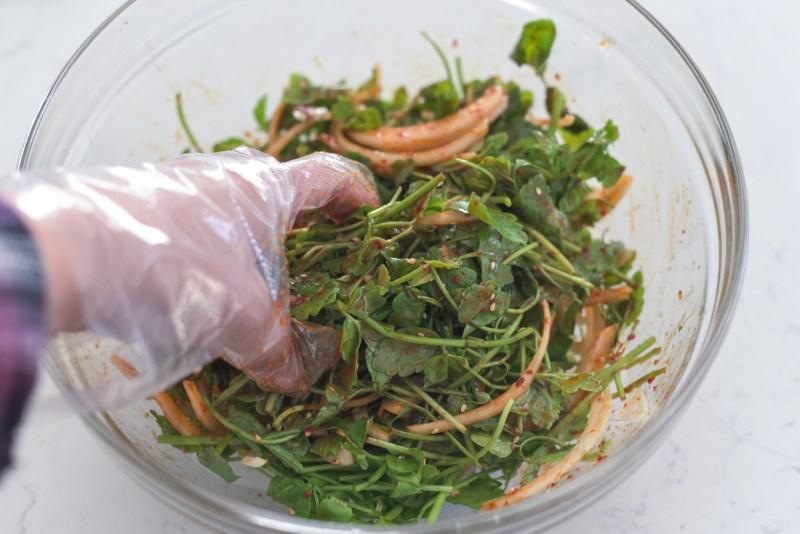 Tossing with hand is popular method in korean salad