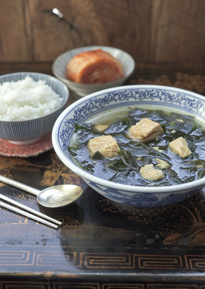 Korean seaweed and canned tuna soup is served with rice and kimchi.