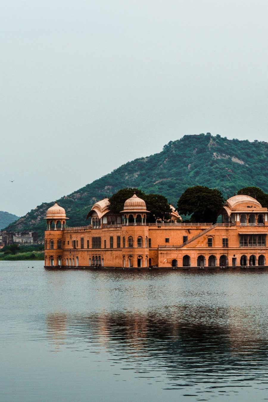 India-Jaipur-the-Floating-Palace