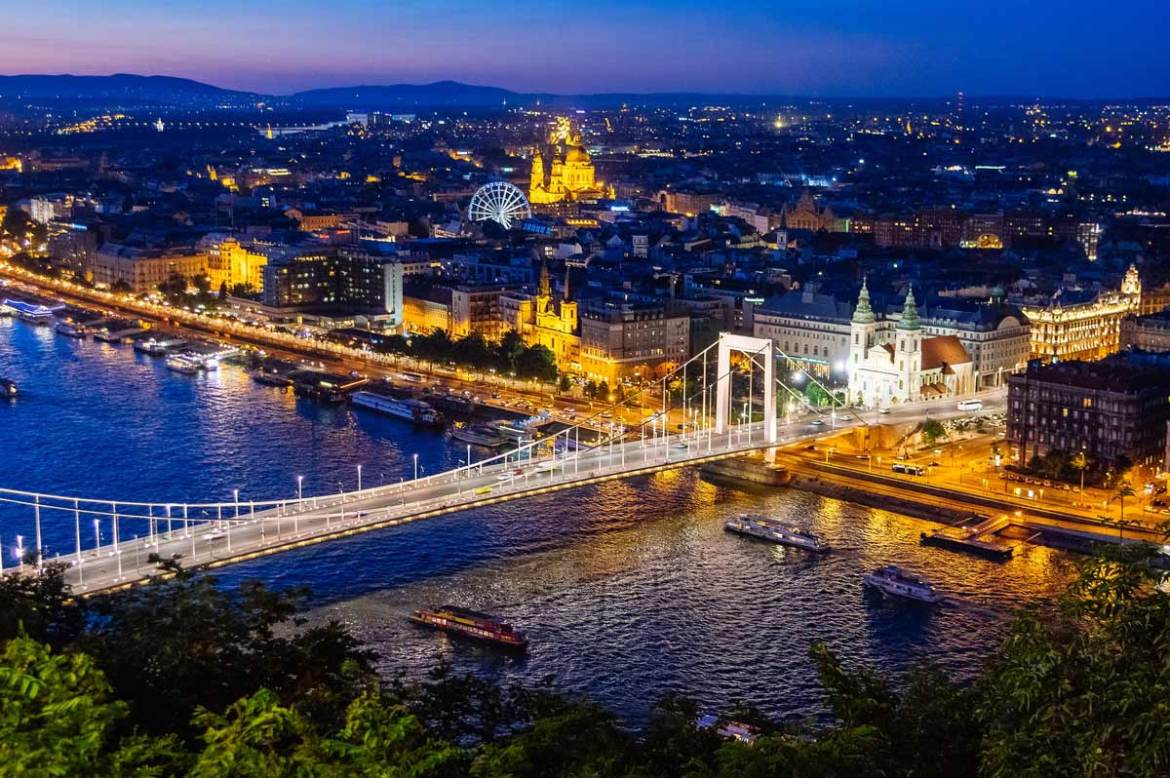 budapest-hungary-night-sky-romantic-valentines