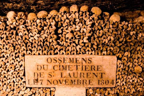 skulls-in-paris-catacombs