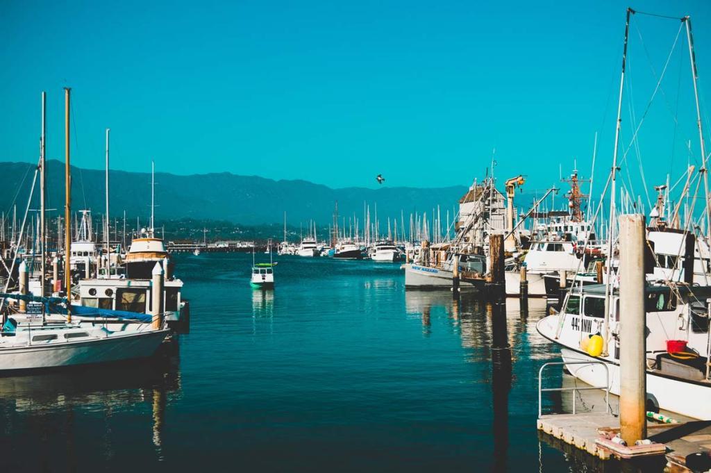santa-barbara-harbor-boats