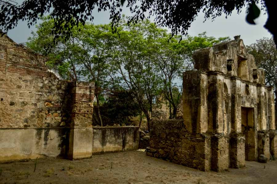 antigua-guatemala-church-ruins
