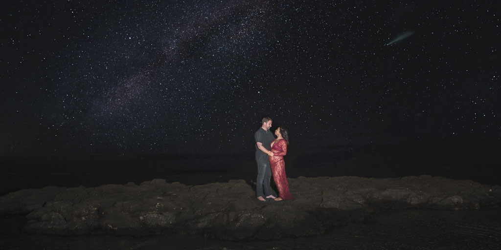 Hawaii Portrait nighttime milky way couples photo maternity professional photographer