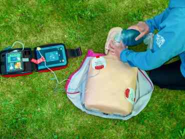 Delivering CPR on an outdoor first aid course in the peak District