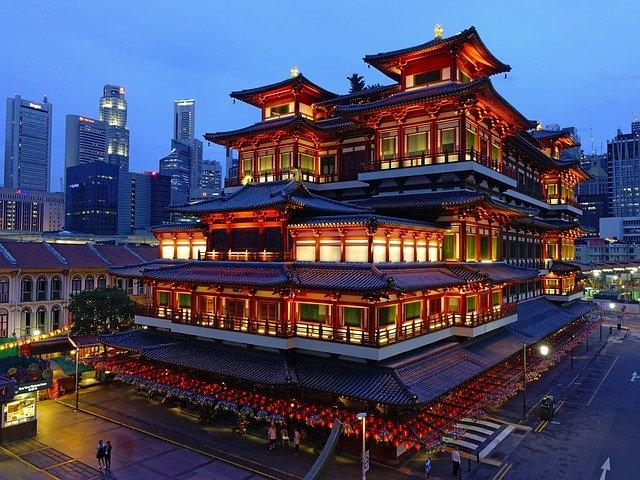 In Aktien investieren und vom stabilen Singapur Dollar profitieren