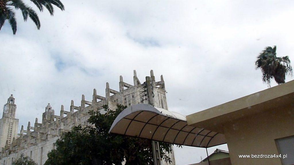 Nieodkończona hiszpańska katedra w Casablance