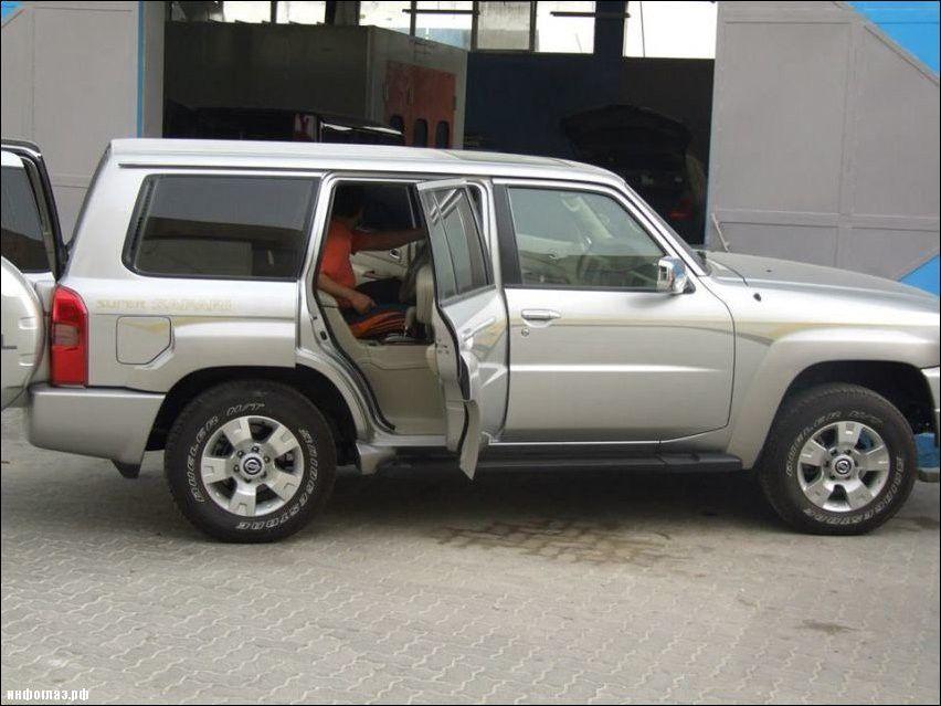 Nissan Patrol - kierowany z tylnego siedzenia