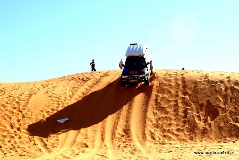 Zabawa na piaskach Sahary