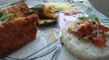 Grilovaný losos s cuketovými hranolčekmi a jasmínovou ryžou
