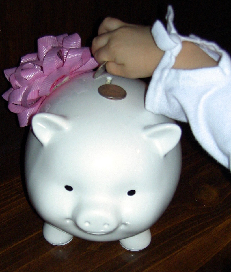 piggy bank relationship with money