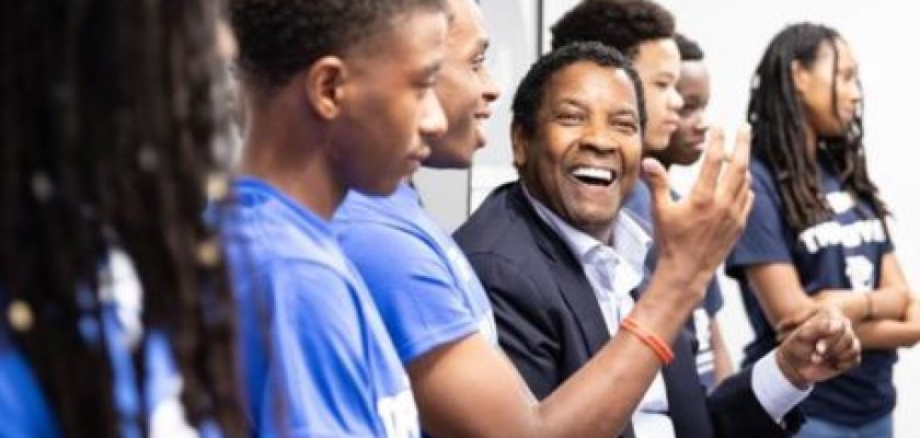 Denzel Washington with 30 young people at the BGC of Greater Washington.