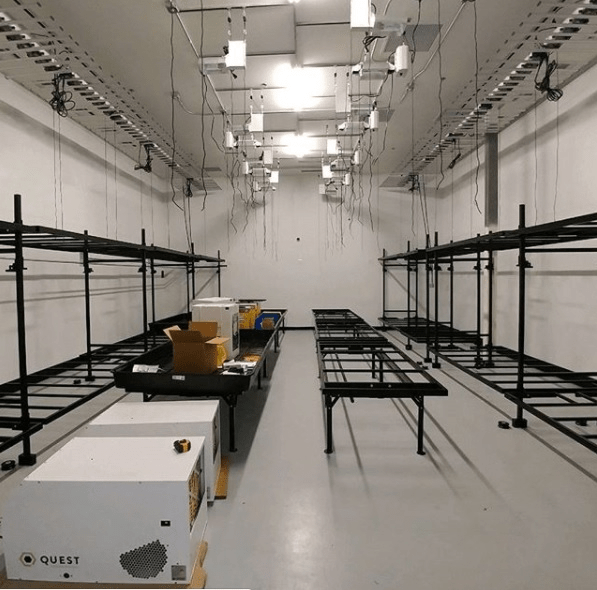 Rolling Bench System For Indoor Grow Rooms And Greenhouses