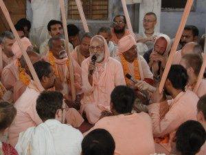 Srila Gurudeva e o trabalho de pregação na India e no Ocidente
