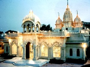 Templo Krsna Balarama Mandir em Vrindavana, fundado por Swami Prabhupada