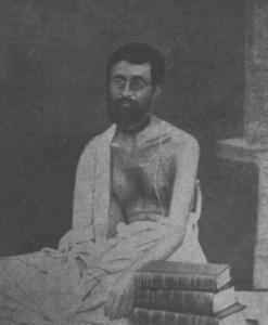 Ele se dissociou completamente e passou a realizar um bhajana solitário