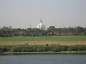 Vista do seu bhajana kutira- samadhi de Srila Prabhupada