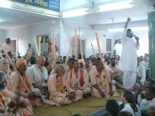 Gurudeva no Parikrama em Yogapitha, Antardvipa-