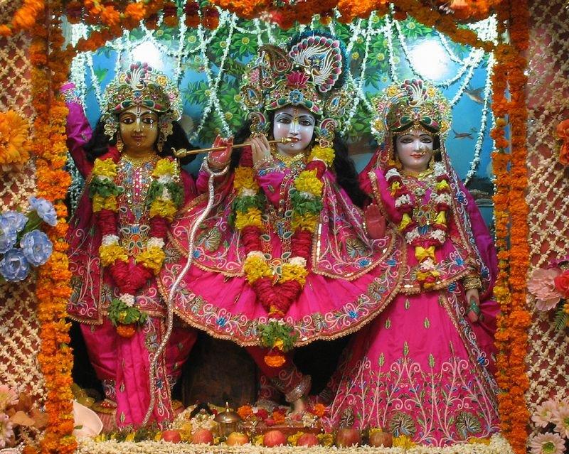 As tão amadas e especiais Deidades Sri Sri Radha-Vinoda Bihariji e Sriman Mahaprabhu