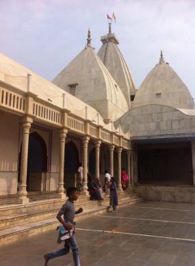 Nanda-bhavana, a casa de Nanda Maharaja, onde Krsna viveu