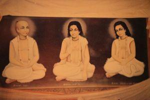 Srila Narottama, Srinivasa e Syamanada Prabhu.
