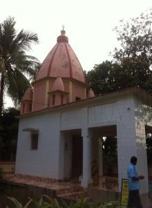 Darsan de Sri Gadhadara- bhavana, a casa de Sri Gadhadara, em Navadvipa Parikrama 2015
