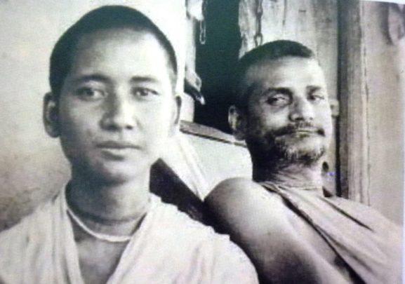 """""""A razão pela qual você está pregando com tanto sucesso em todo o mundo é porque você deu sua vida para servir o servo de seu Gurudeva. Portanto, nosso Gurudeva abençoou você plenamente, em todos os sentidos. """""""